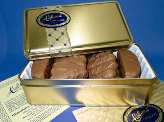 lovely gold gift tin of gourmet chocolate butter cookies